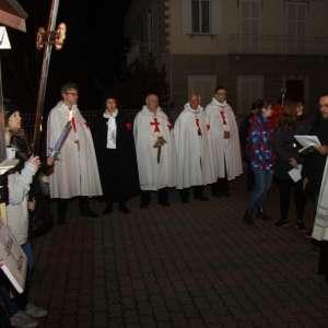Seine Exzellenz Monsignore Badini, Bischof von Susa, folgt mit allen Diözesen dem Kreuzweg nach Bruzolo
